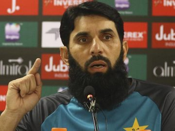 Misbah ul Haq wants Pakistan bowlers to target Steve Smith's Blindspot