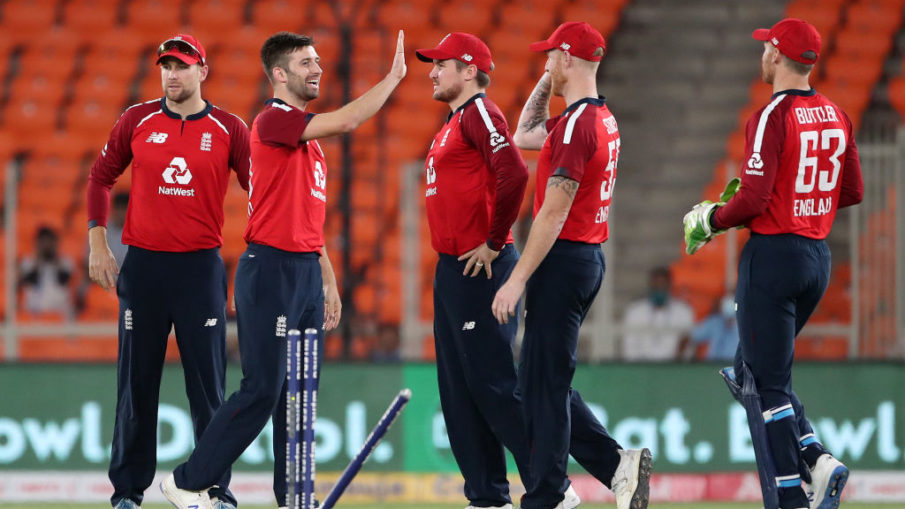 Mark Wood took 3 wickets inside Powerplay to dent India